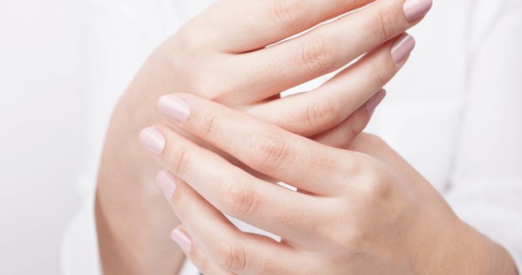 美容師の手荒れはパーマ液が原因!?やっておくべき5つの対策法
