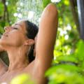 シャンプー前の予洗いで汚れはほぼ落とせる!髪に付いたほこりや臭いの落とし方