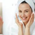 朝は化粧水だけ?乳液もつけるべき?季節に合ったスキンケアとは
